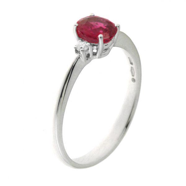 Prsten sa rubinom i dijamantima