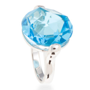 srebrni prsten sa plavim kristalom