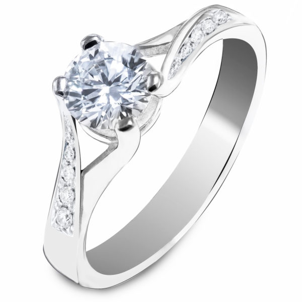 Moćan verenički prsten
